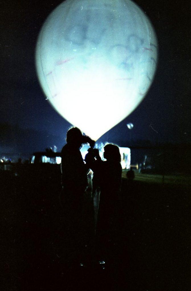 023. Балонът с надежди и мечти; Пърформанс, Фестивал на детската книга и изкуствата за деца в Мичурин. Снимка Нели Недева-Воева