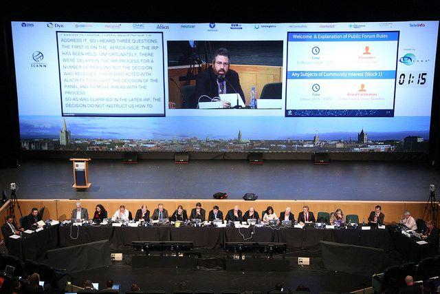 Бордът на ICANN по време на 54-тата публична среща на организацията през октомври 2015г. в Дъблин. Снимка: ICANN; Лиценз: CC BY-SA 2.0