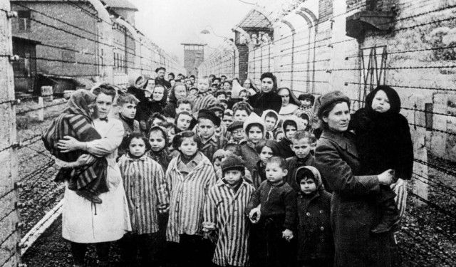 WAS02:GERMANY-DEUTSCHE-AUSCHWITZ,4FEB99 - FILE PHOTO 27JAN45 - Survivors of Auschwitz are shown during the first hours of the concentration camp's liberation by soldiers of the Soviet army, January 27, 1945. Manfred Pohl, a Deutsche Bank historian, said February 4 that Germany's largest bank, Deutsche Bank AG, lent funds to firms involved in the building of the World War Two camp. An estimated 1.5 million people were killed in the camp during World War Two.  (B&W ONLY, NO SALES, NO ARCHIVES, ONLINES OUT, ONE TIME EDITORIAL USE WITHIN 90 DAYS OF TRANSMISSION)  hb/Photo by B. Fishman-Corbis-Bettmann   REUTERS