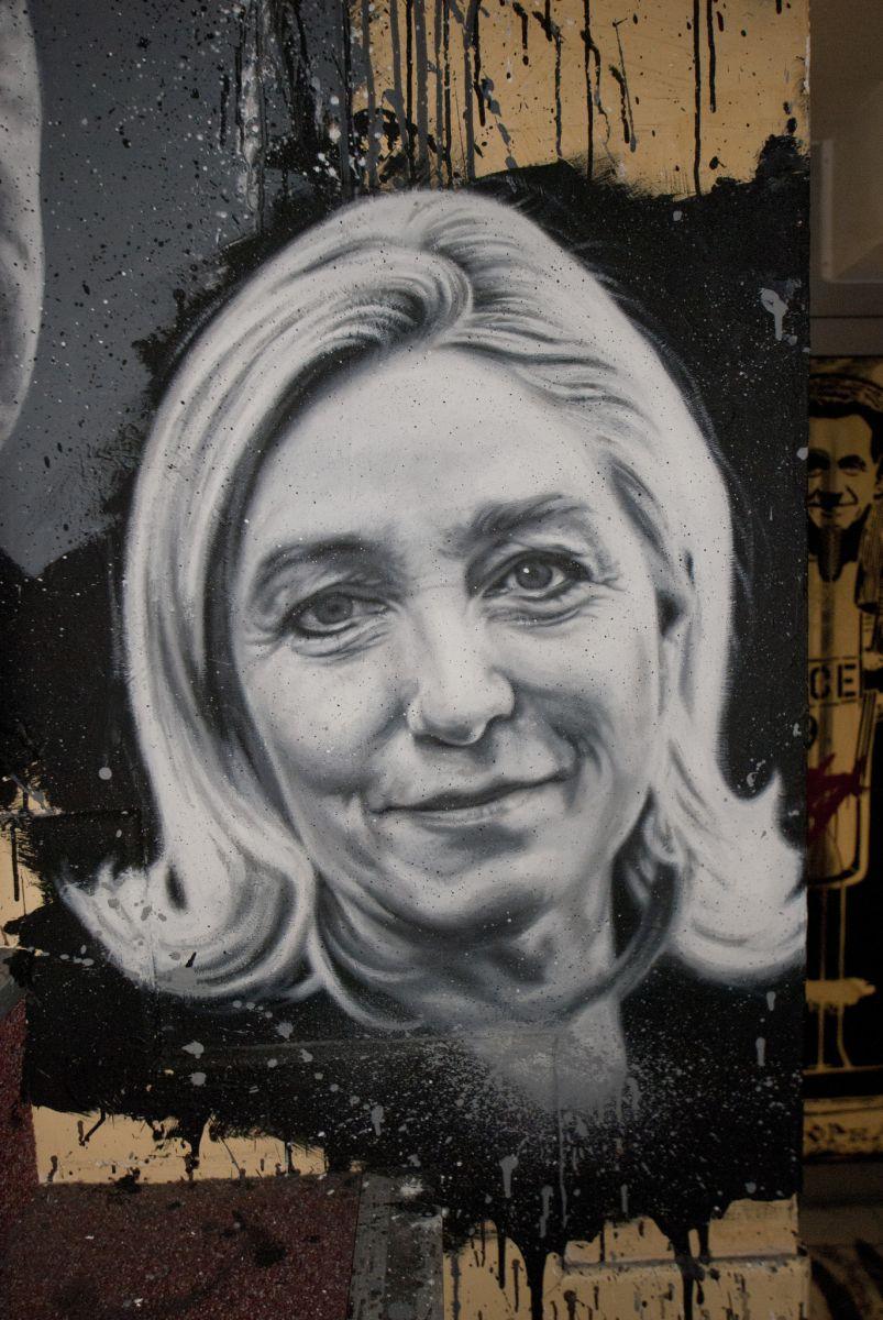 Графити портрет на Марин Льо Пен