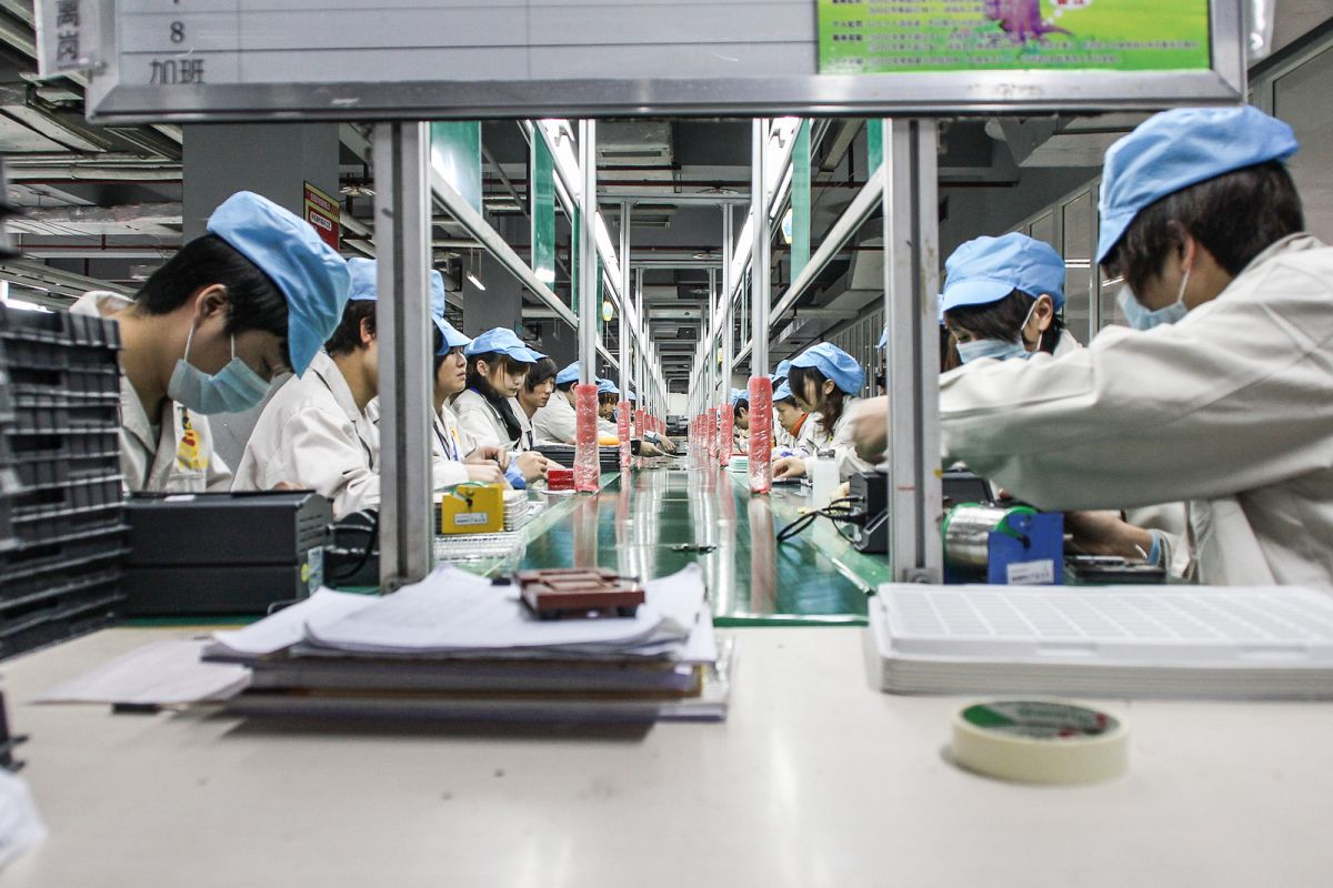 Поточна линия в Китай за производство на еко-смартфоните Fairphone. Фото: Fairphone @ Flickr