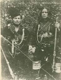"""Митьо Ганев (в дясно) - разбойник и създател на партизанския отряд """"Христо Ботев""""."""