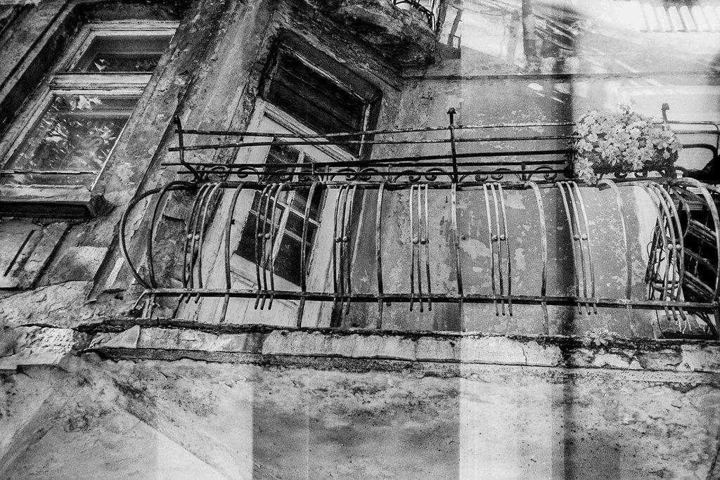"Балкон на стара софийска къща на бул ""Сливница"". Фото: Константин Мравов"