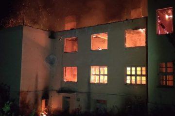 Сграда в Долно село, докато гори. Снимка: БНР